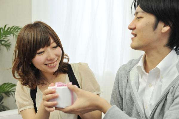 結婚記念日を忘れないでいてもらうための6つのテクニック