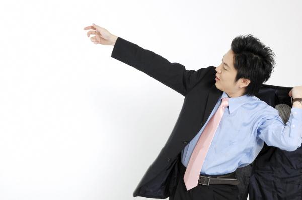職場で男性が好きな人にとる態度を5つ知ろう!